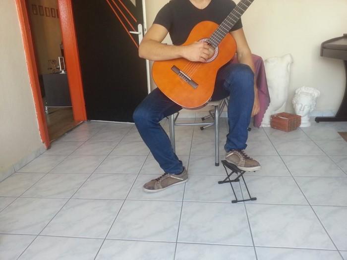 gitar nasıl tutulur (2)