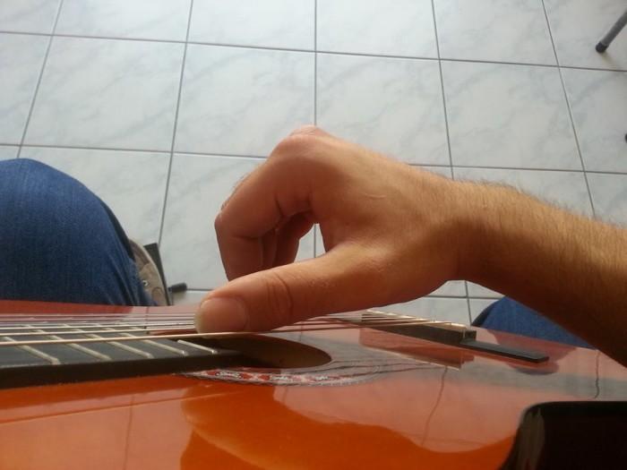 gitar nasıl tutulur (3)