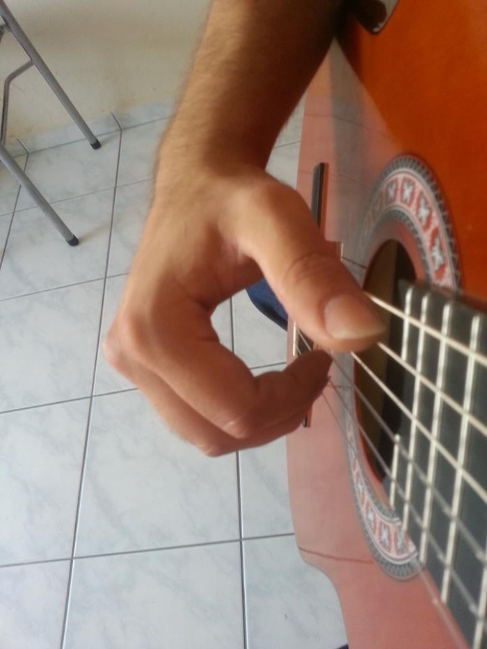 gitar nasıl tutulur (4)